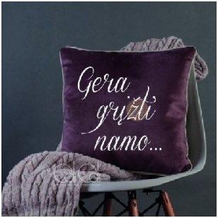 """Dekoratyvinė pagalvė """"Gera grįžti namo"""""""