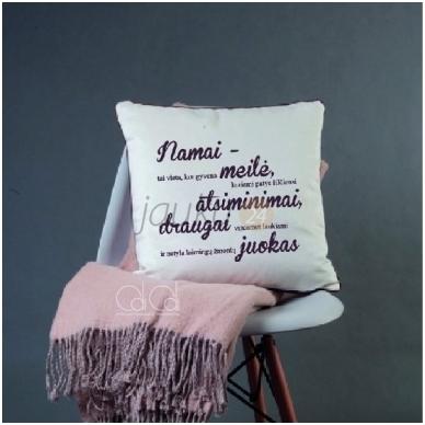"""Dekoratyvinė pagalvėlė """"Namai-tai vieta kur"""""""