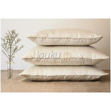 Rankų darbo vilnos užpildo pagalvė su porolono šerdimi (vidutinio aukščio) 3