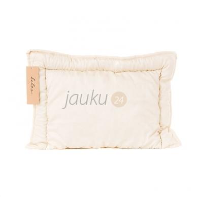 Rankų darbo vaikiška pagalvėlė su vilnos užpildu