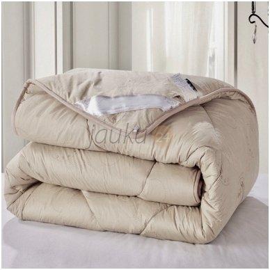 Žieminė antklodė su kupranugario vilnos užpildu (450 g/m²)
