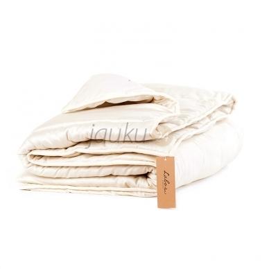 Žieminė rankų darbo antklodė su vilnos užpildu (įvairių dydžių)